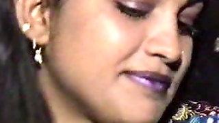 Lahori HEERA MANDI Punjabi Pakistani Girl In Threesome