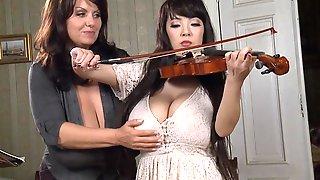 2 Large-Bosomed Girls With Big Natural Juggs - Milena Velba Vs Hitomi Tanaka