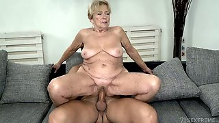 Lewd Ugly Mature Cock Rider Malya Wanna Give A Solid Blowjob First Of All