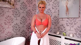 Juggy Blonde Nikki Lee Gets Naked And Enjoys Playing With Big Boobies