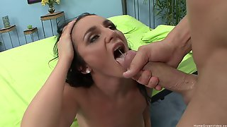 Sexy Chick Spreads Her Legs For Big And Hard Cock While She Screams