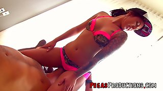 Tattooed Sassy Chick Vaneska Gets Intimate With One Well Endowed Dude