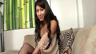 Whorish Chick Ezmie Lee Gives The Best Ever Footjob And Blowjob To Her New Client