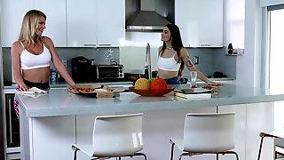 Rachael Cavalli And Sofie Reyez Sharing Big Cock