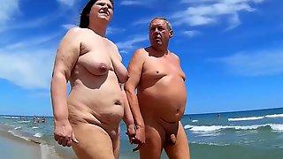 En Mode Voyeur Dans Un Club De Vacances Nudistes !