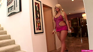 Blond Big Boobs Bitch Likes To Fuck With A BBC