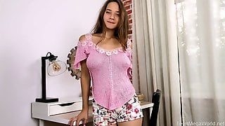 Some Good And Sensual Solo Show Performed By Fresh And Lovely Babe Kecy Hill