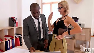 Joss Lescaf And Veronica Leal - Squirting Secretary