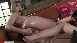 Filthy Babe Paige Owens Is Fisting And Toying Stretched Oiled Up Pussy