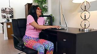 Arab Gamer Chick Aaliyah Hadid Is Hungry For Deep Penetration