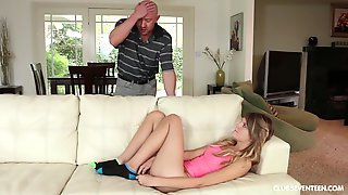 Scarlett Fever Gets Her Cunt Pounded Before An Memorable Facial