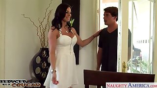 Fancy Cougar Kendra Lust Gets Nailed And Facialized