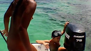 HD Skinny Dipping With New Girlfriend And Teaches Her