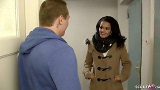 Echte Latina Strassen Nutte In Berliner RBNB Wohnung Gefickt