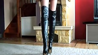 LADY AMELIA IN BOOTS - Saf