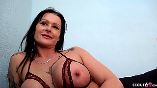 Mature Julia Seduce Anal At Street Casting