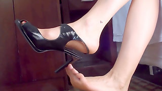 BIG Soles Long TOES & Shoe And Bare SOLES
