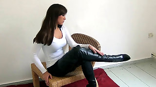 Blanca In Dark-hued Groin High Shoes