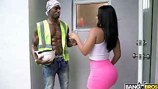 Horny Black Worker Fucks Soaking Pussy Of Super Curvy Rose Monroe