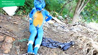Body Painting : A Human Sonic Doll Playing In Dirt