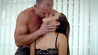 Seductive Young Paramour Cindy Shine Allows To Cum In Tight Anal Hole