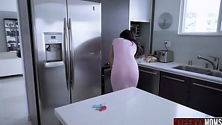 Gia Vendetti Milf Distract By Stepson Dick