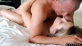 Horny Voluptuous Mature Milf Reaching Her Climax