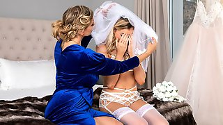 Two Rich Models Julia Ann And Anny Aurora Are Screwing In The Bedroom