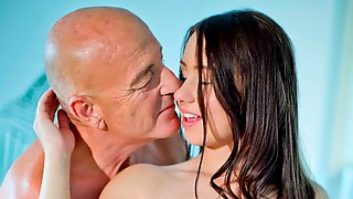 Good Young Hottie With Big Tits Taylor Sands Fucks With An Old Man