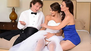 Two Brunettes Diamond Foxxx And Evelin Stone Share A Huge Dick