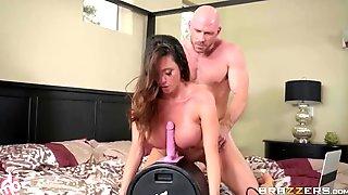 Cheating MILF With Huge Boobs Ariella Ferrera Screwed In The Bedroom
