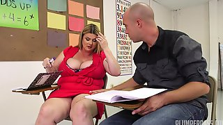 Bald Dude Dives Into A Fat Pussy Of A Chubby Chick At Lesson