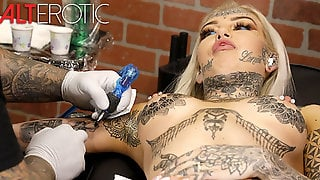 Amber Luke Masturbates While Getting Tattooed