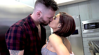 Curvy Ryder Skye Makes Her Brother In Law Cum All Over Her Face