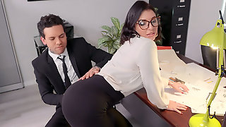 Small Hands Found The Butt Plug In Ivy Lebelles Ass