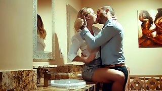 Beautiful Busty American GF Jessa Rhodes Wanna Be Fucked Near The Mirror