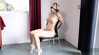 Amateur Blonde Masturbate Tightpussy With Vibrator