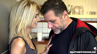 Ardent Light Haired Hungarian Hoe Missy Luv Gives A Good Blowjob