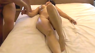 Sandy Bhabi With Masseuse