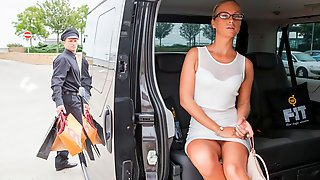Angelic Toned MILF Vinna Reed Is Having Fun With A Driver