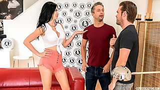 Lutro Auditions For Hot British MILF Jasmine Jae In Naughty MMF Threesome