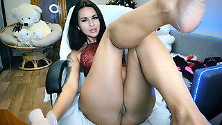 Sexy Girl With Pretty Feet Masturbate