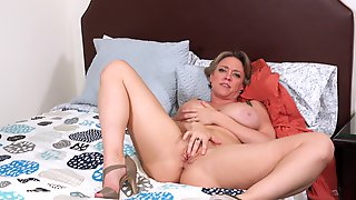 Short Haired Mom In High Heels Plays With Her Favorite Toy In Bed