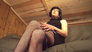 Kinky Shemale Loves Crossdressing And Jerking Off Until She Cums