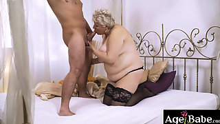 Lusty Foster Mom Astrid Surprise Rob With Her Vintage C