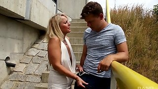 Blonde Mature Adores To Blow A Hard Dick Before Rough Outdoorsex