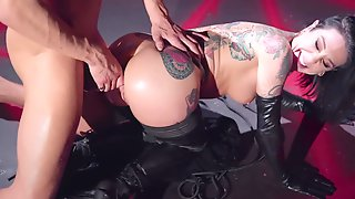 Leather Gloves And Boots On A Babe Doing Big Cock Anal