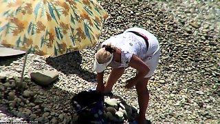Mature Couple Caught Fucking On Beach By Voyeur Spy Camera