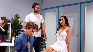 Michael Vegas Give Some More Than Foot Massage For Desiree Dulce
