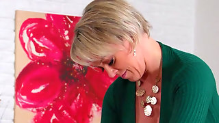 Kenzie Reeves Pleases Pussy Demanding Stepmom Dee Williams